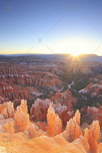 Sunrise on the Hoodoos in Bryce Canyon from Inspiration point