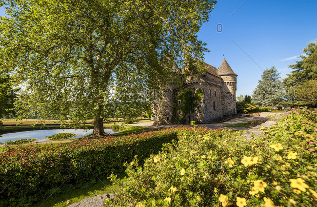 Auzers Castle and grounds - Offset