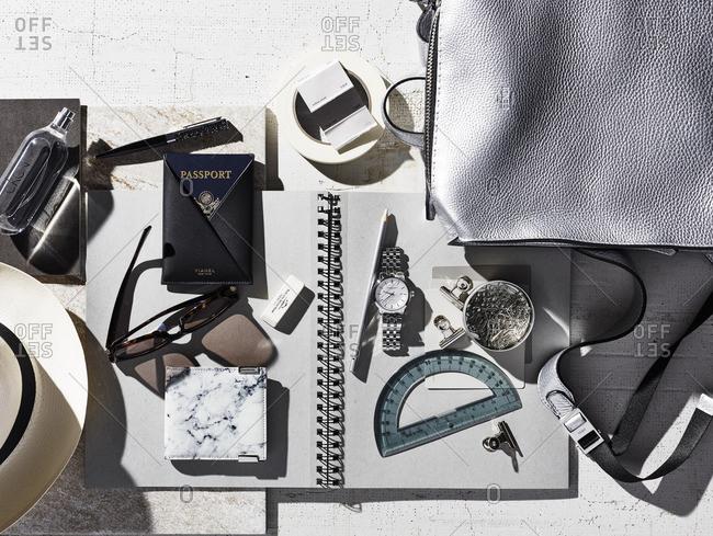 Bag with various belongings - Offset