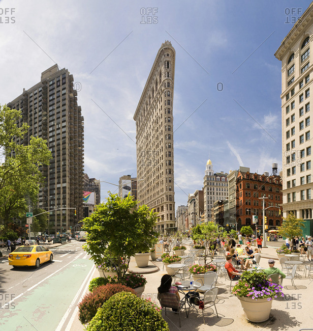 People relaxing in front of the Flatiron Building