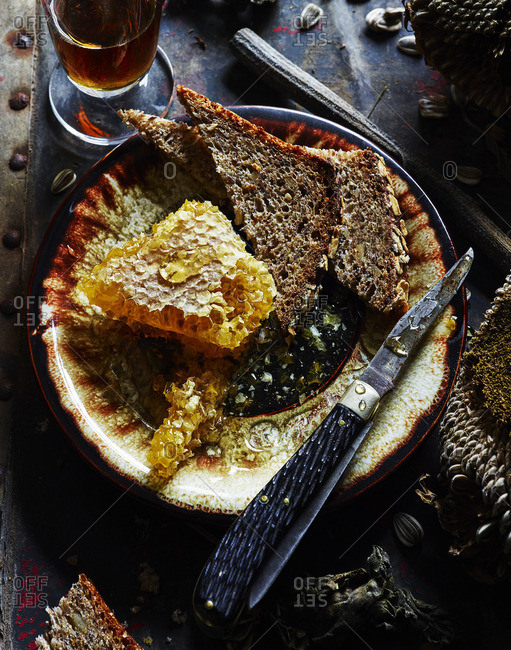 Bread and honeycomb on plate