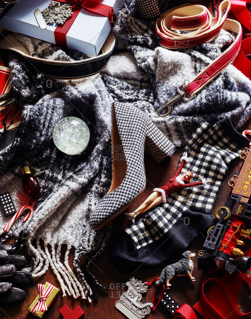 Christmas gifts and clothes - Offset