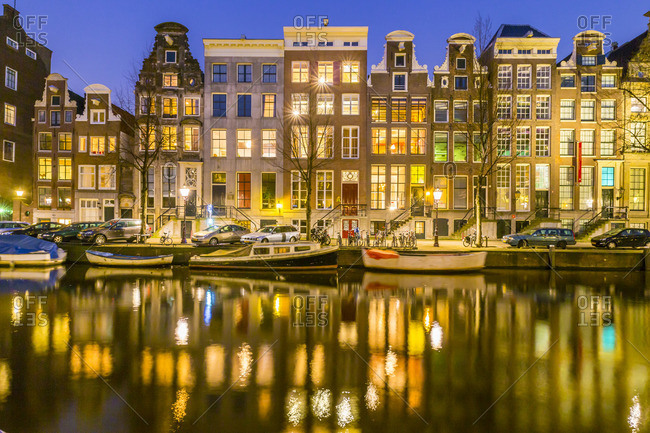 typical houses along Keizersgracht canal at night