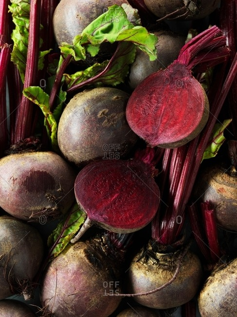 Raw beetroot, whole and sliced in half