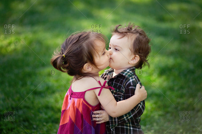 Toddlers Boy And Girl Kissing Stock Photo - Offset-5507