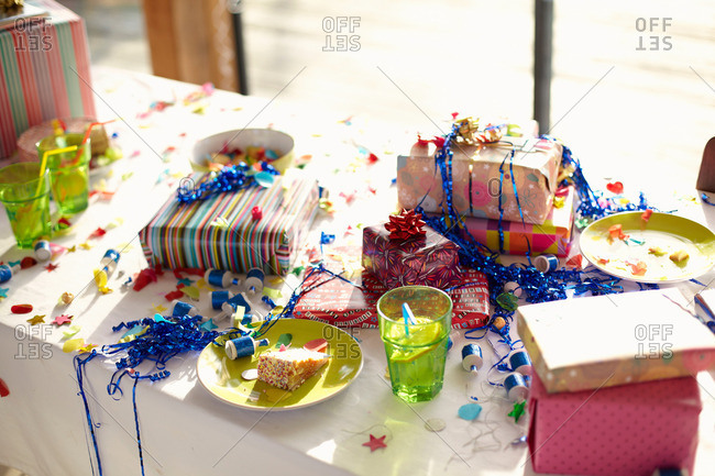 Table laid for birthday party with gifts and streamers