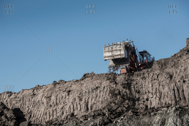 Excavator removes glacial deposits at surface coal mine