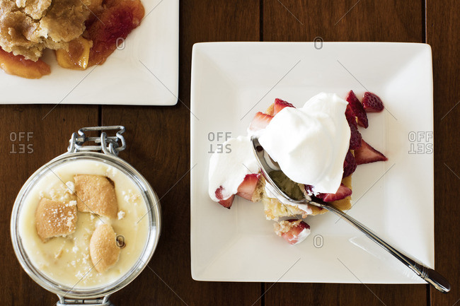 Strawberry shortcake, cobbler and pudding in a jar