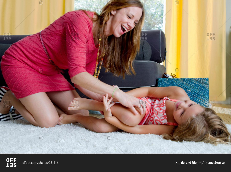 Секс с дочь сосед, Мама с дочкой и сосед » Лучшее бесплатное порно 14 фотография