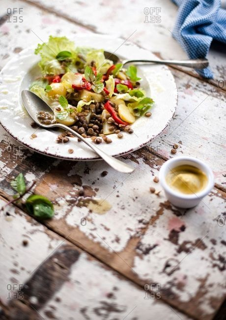Salad with lentils and red peppers