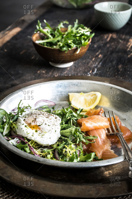 Smoked salmon with a poached egg and frisee salad