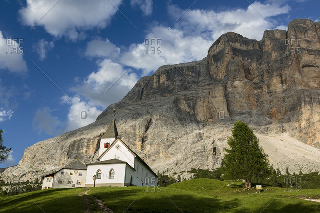 Church of the Holy Cross with Sas dla Crusc mountain, Fanes Sennes Braies Nature Park, Badia Valley, Trentino Alto Adige, Italy