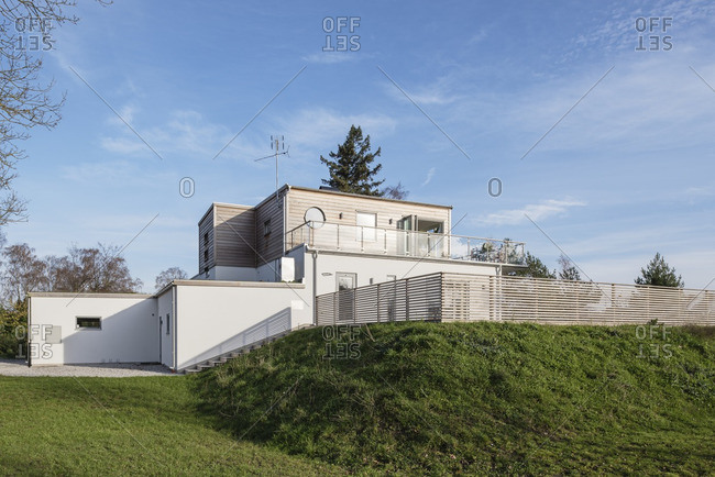 11/9/14: Contemporary house on a hill