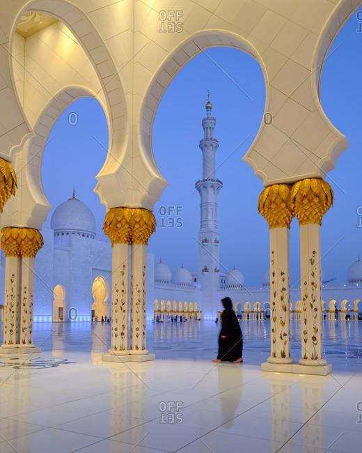 4/27/16: Woman in ornate mosque, Abu Dhabi
