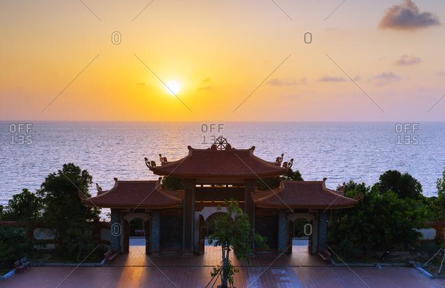 Thien Vien Truc Lam Ho temple at dusk