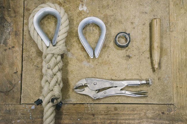 Man tools needed to make a rope