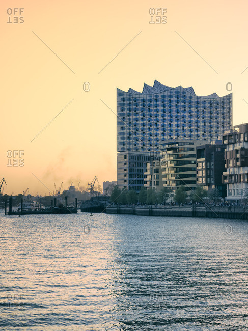 Elbphilharmonie at sunset with multi-family houses in the foreground