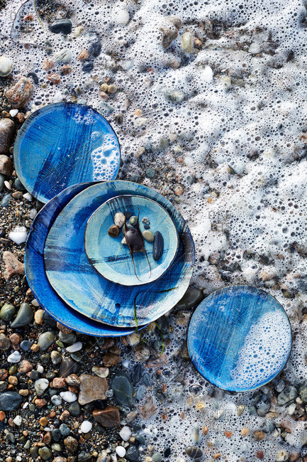 Blue plates with stones and bubbles