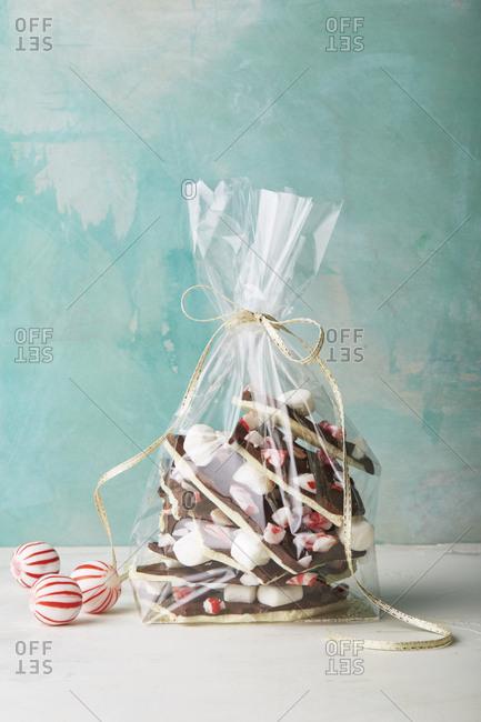 Peppermint hot chocolate bark