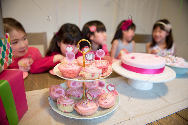Fairy cakes at girl\'s birthday party