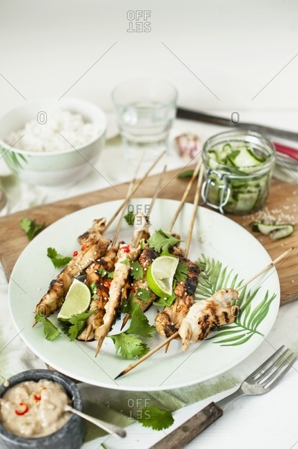Satay skewers with coriander and limes