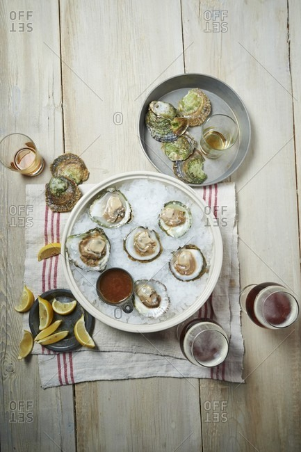 Fresh oysters with Mignonette sauce and beer
