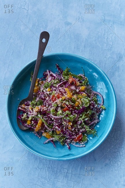 Rainbow salad with quinoa and bulgur wheat