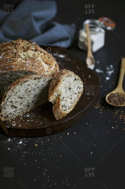 Whole meal bread with flax seeds
