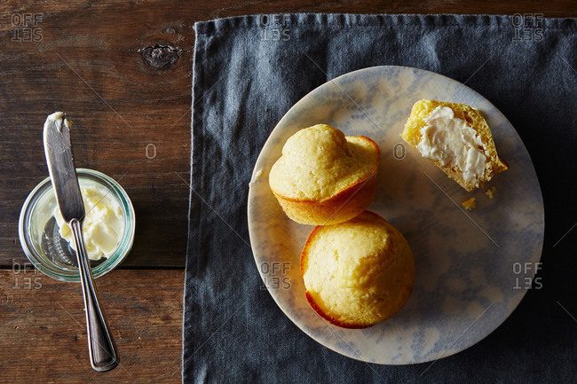 Corn muffins with butter