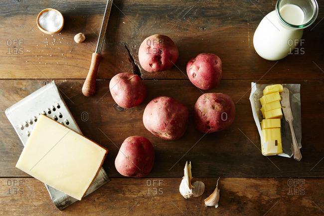 Potatoes and various ingredients