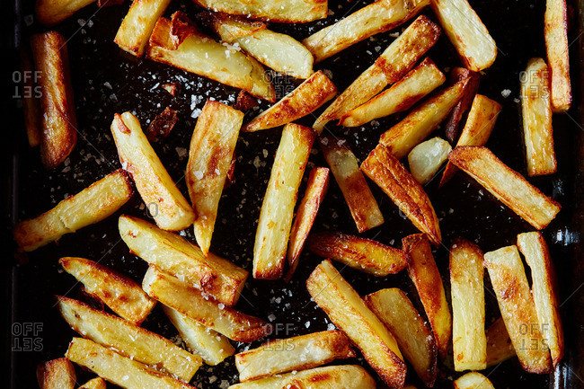 Baked fries with salt