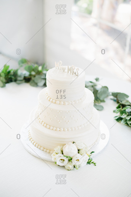 Three-tier wedding cake on a white tablecloth