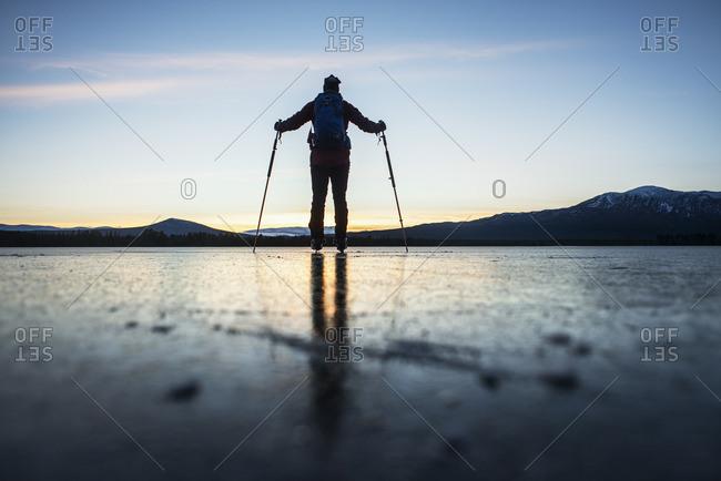 Sweden, Jamtland, Valadalen, Ottosjon, Mature man looking at sunset