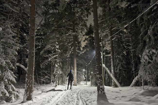 Sweden, Sodermanland, Stockholm, Skarpnack, Nackareservatet, Woman skiing in forest