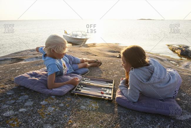 Sweden, Sodermanland, Stockholm Archipelago, Norsten, Boy and girl on coastline