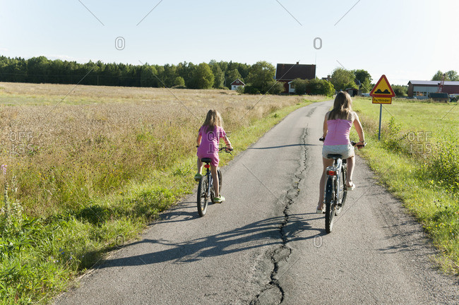 Sweden, Vastra Gotaland, Kallandso, Two girls cycling
