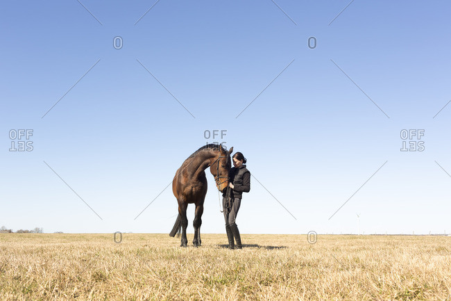 Sweden, Ostergotland, Vaderstad, Woman with horse outdoors