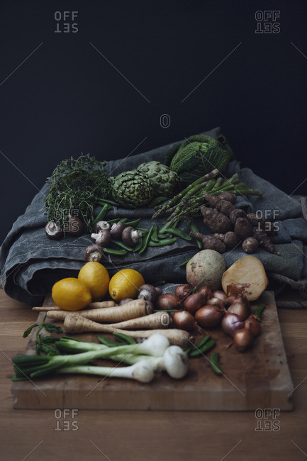 Variation of vegetables with lemon
