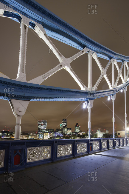 UK, England, London, Railing of Tower Bridge at night