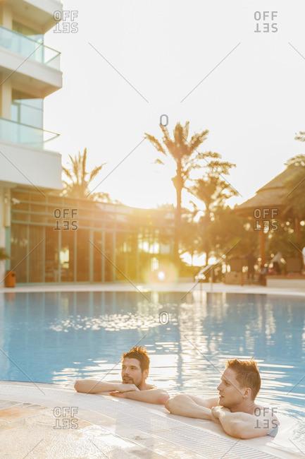 United Arab Emirates, Dubai, Jumeirah Resort, Men in swimming pool
