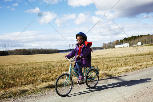 Sweden, Vastra Gotaland, Gullspang, Runnas, Girl cycling in countryside