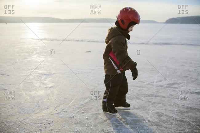 Sweden, Vastergotland, Lerum, Lake Aspen, Girl learning how to ice skate