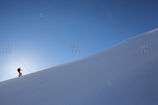 Sweden, Lapland, Tarfaladalen, Skier moving up Kebnekaise mountain slope