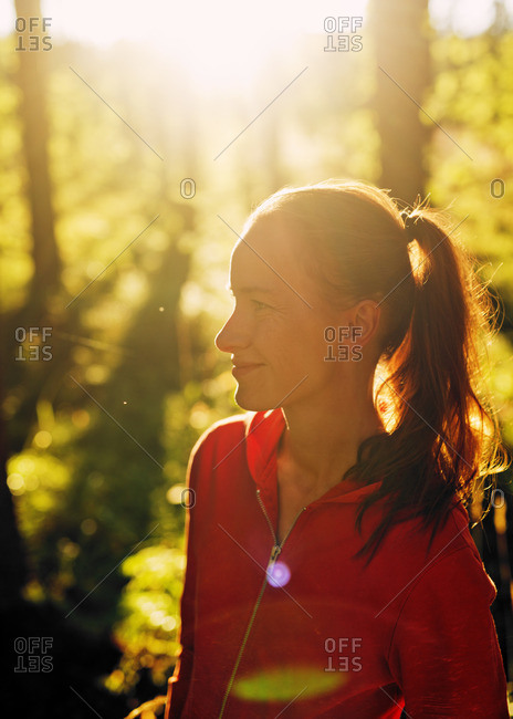Finland, Paijat-Hame, Heinola, Mid-adult woman in forest