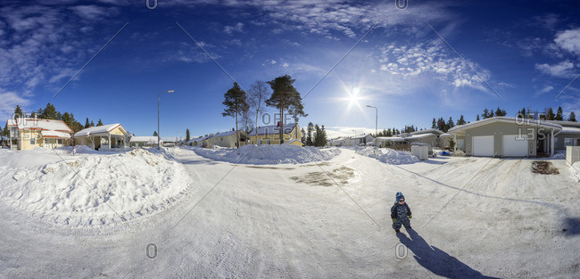 Finland, Pohjois-Pohjanmaa, Oulu, Boy on street in winter