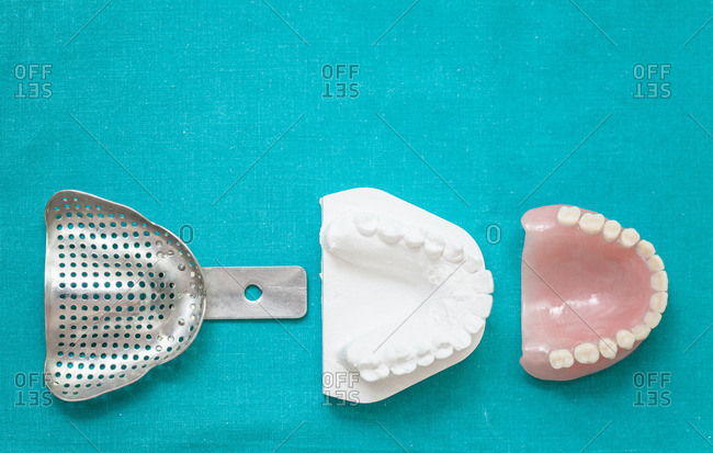 Dental impression tool and dentures
