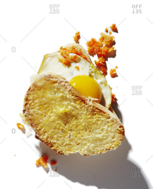A horseradish and egg sandwich