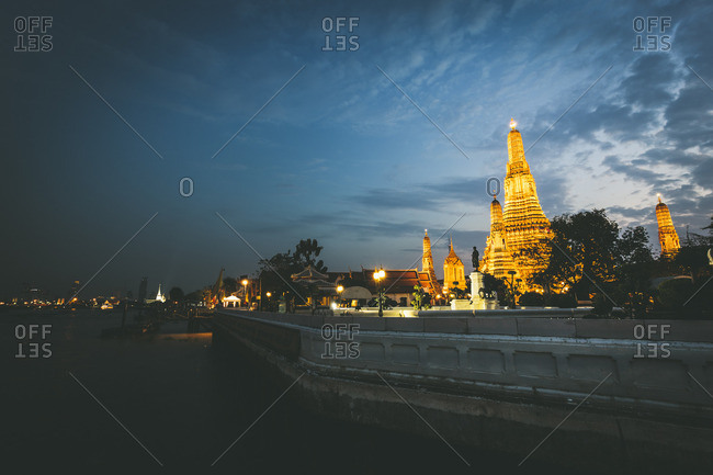 hailand- Bangkok- Wat Arun at twilight with Chao Praya River in the foreground