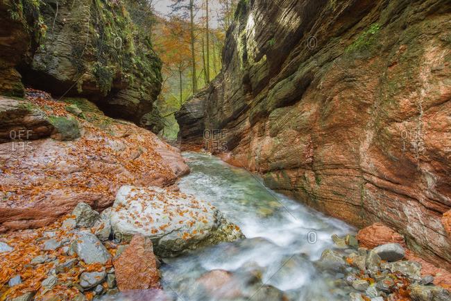 Felsformation am Tauglbach, Wasserfall, Salzburg