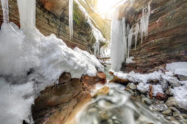 Felsformation an der Taugl im Winter, Wasserfall, Salzburg